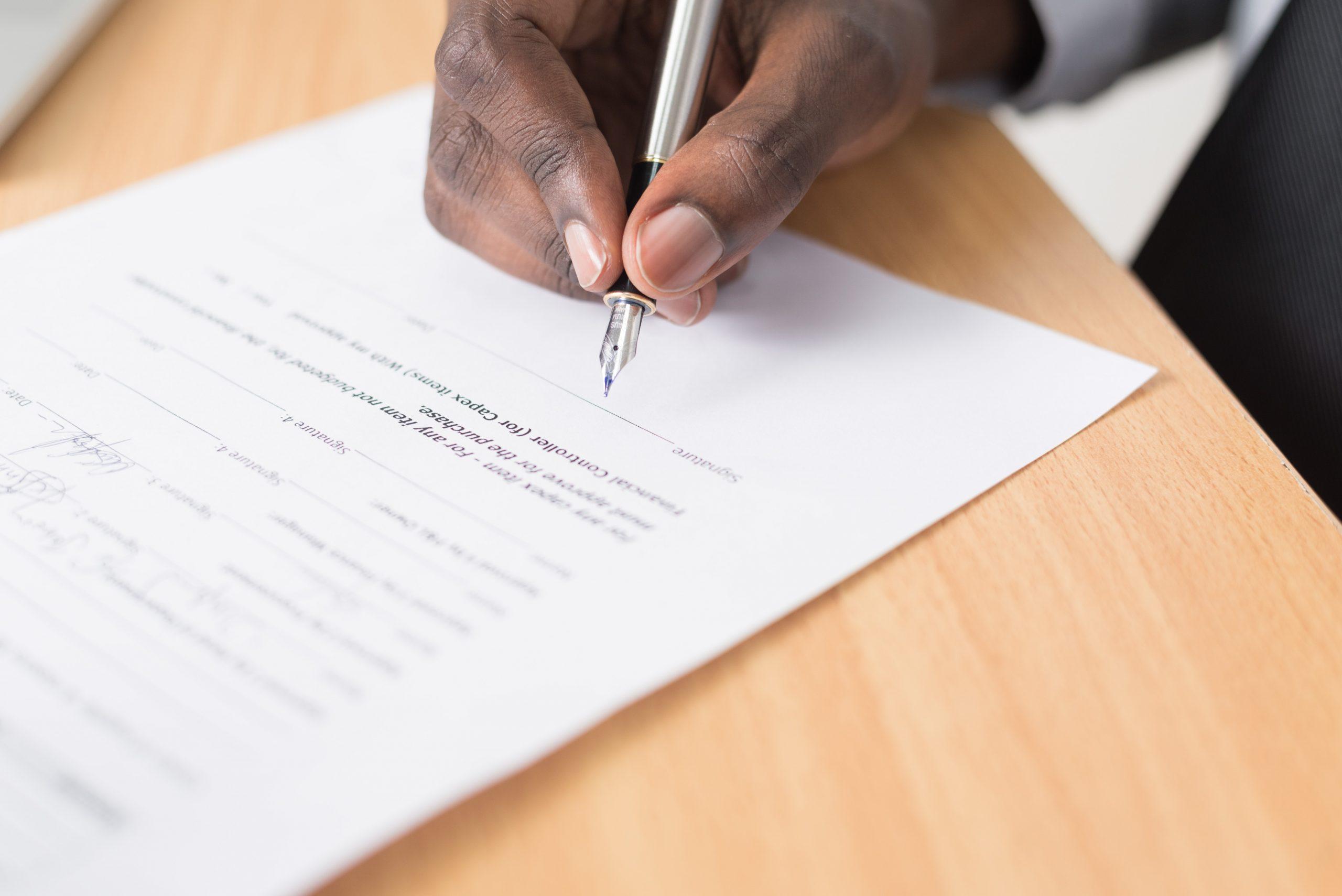 De verkoopovereenkomst ondertekenen